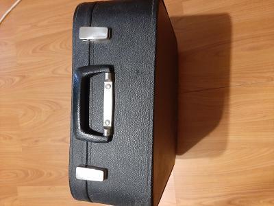 Starý  kufřikový psací stroj Erika