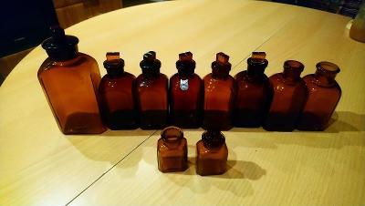 Historické lékárenské lahvičky
