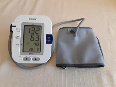 Měřič krevniho tlaku OMRON M6