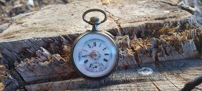 Pěkné stříbrné kapesní hodinky.