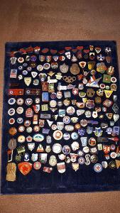 Sbírka sportovních odznaků - většinou fotbal