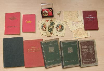 mix starých drobností z 20. století * průkazy, odznaky, tikety Sportky