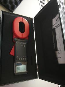 Klešťový měřící přístroj zemního odporu ETCR2000+