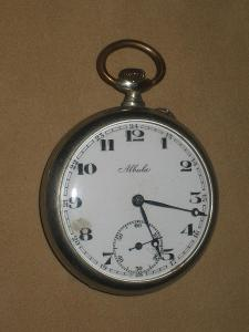 Dvouplášťové kapesní hodinky obecný kov