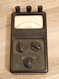 starý měřící přístroj AVOMET  METRA