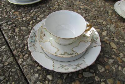 talířek s podšálkem a talířkem - značeno - hrneček má prasklinu