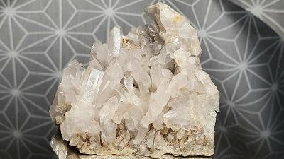 Křišťál krystaly čirého křemene 55x45x38 Langhecke Hessensko Minerál