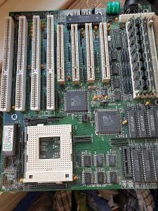 Základní deska s patici SOCKET 4+ dva moduly paměti
