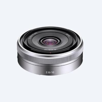 Sony SEL16F28 16 mm, širokoúhlý krátký objektiv