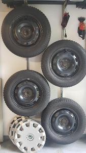 4ks zimní pneu 195/65 R15 91T vč. disků a orig. poklic na Octavia 1