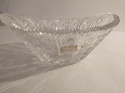 skleněná broušená mísa