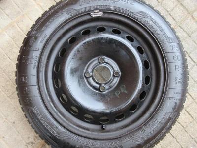 Čtyři zimní pneu na diskách