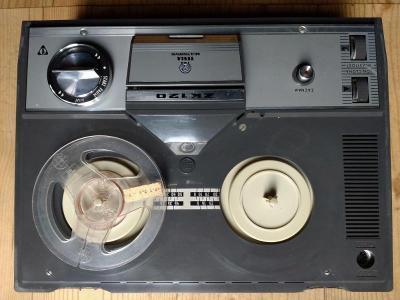 Páskový magnetofon Tesla ZK 120 (Grundig)