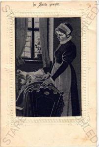 Žena s dítětem v kolébce plastická karta DA