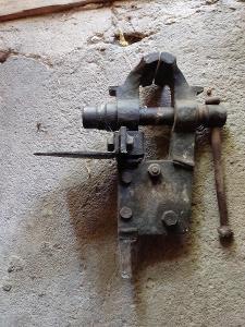 Kovářský starý svěrák  od1kč