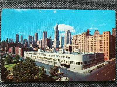 USA, NEW YORK CITY, MANHATTAN, MRAKODRAPY