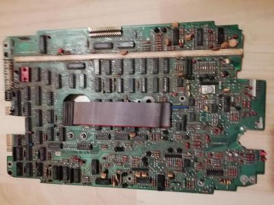 Poškozený plošný spoj z mechaniky nebo HDD