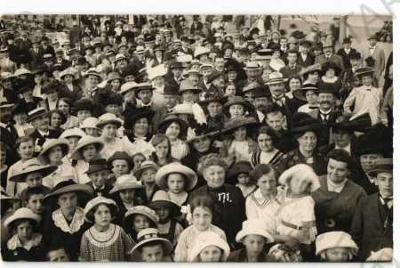 Skupinový portrét lidé v kloboucích