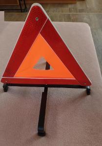 Výstražný trojúhelník, festovní - povinná výbava auta