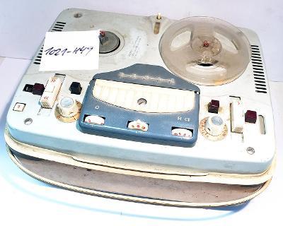 Elektronkový magnetofon TESLA Sonet B3, hrající (1021-H49)