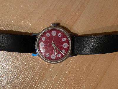 Nefungující hodinky PRIM z 80. let