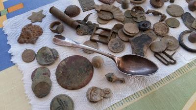 Konvolut artefaktů a mincí