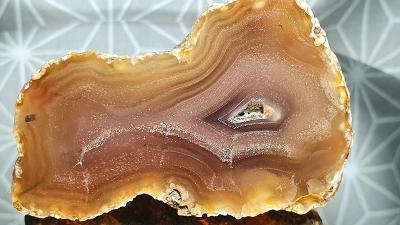 Achát medově-okrový Mexiko Chihuahua 58x41mm Acháty Minerály