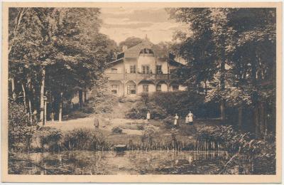 """40 - Nymbursko, Loučeň, oživená partie u bývalé """"Myslivny"""", cca 1931"""