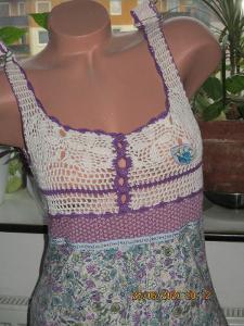 Šaty z čisté bavlny vršek je háčkovaný a sukně z bavlněného úpletu