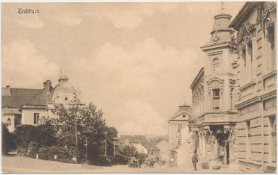 67 - Třebíč, oživená ulice, cca 1916