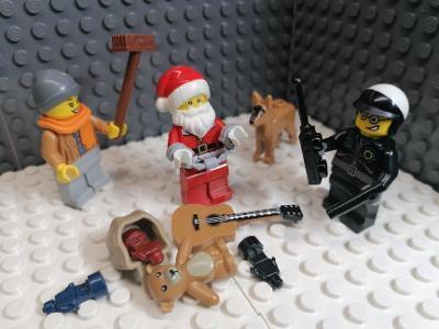 """Lego minifigure - """" Vloupal se k nám komínem. Neřád! """" /ORIGINÁL"""