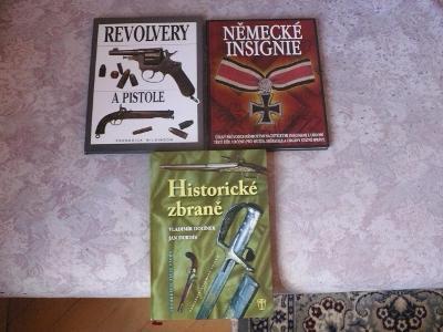 SOUBOR 3 KNIH. HISTORICKÉ ZBRANĚ,NĚMECKÉ INSIGNIE,REVOLVERY A PISTOLE.