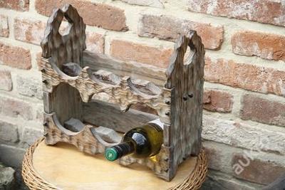 Krasny dreveny drzak na vino