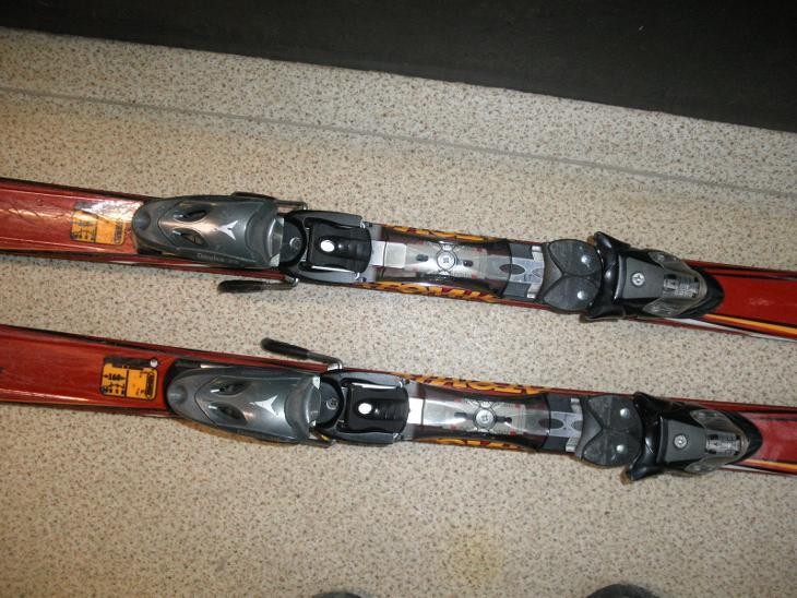 LYŽE ATOMIC CARV - délka 160 cm - Zimní sporty
