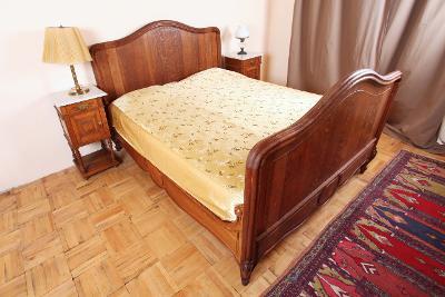 Masivní dubová postel Ludvík XV.