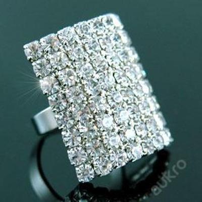 Pozlacený třpytivý prsten s krystalky