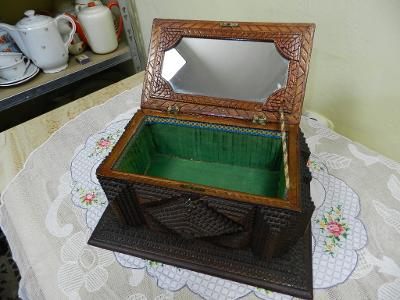 Luxusní stará vyřezávaná Truhlička Šperkovnice