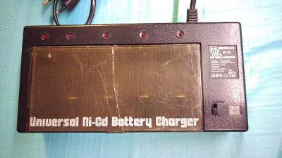 Nabíječka baterií Ni-Cd UNIVERSAL