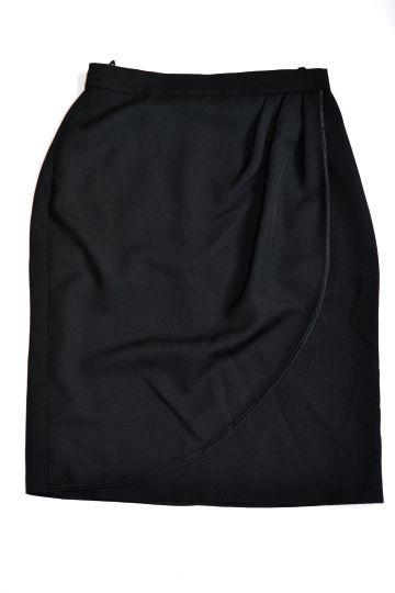Černá sukně ze zajímavé imitace kůže vel. 46  b94a14bcd6