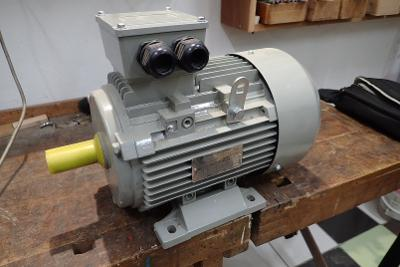 elektromotor 1,5 kW, 690 ot/min.