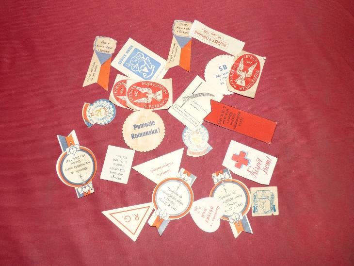 """22x různé papírové upomínky """"taky odznaky"""", různé  - Faleristika"""