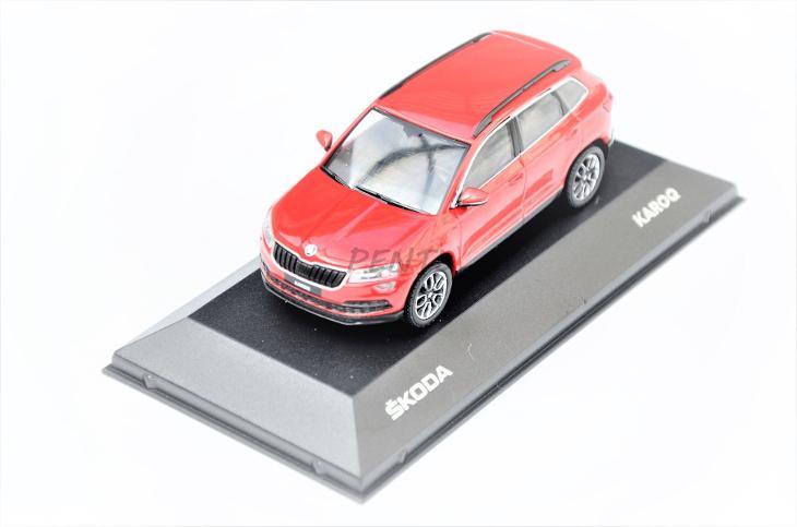 2ee1b0a5e910b model 1:43 Škoda Karoq červený red velvet (6924893661)