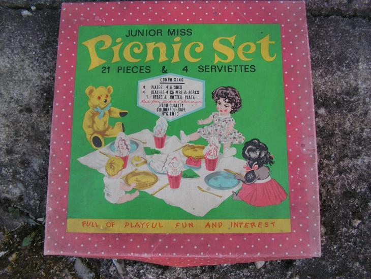 Krabice od hračky  pro panenky  - Picnic set - Starožitnosti