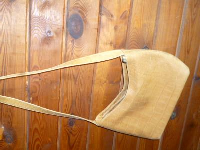 Kabelka na rameno s krátkým popruhem