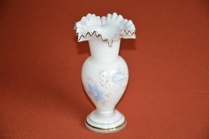 váza, hutní sklo bílá a  vlnkami - Starožitnosti