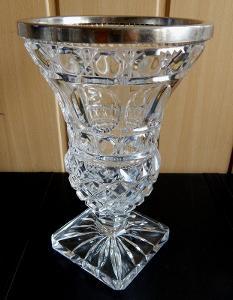 Nádherná křišťálová váza ve stylu poháru s postříbřeným kroužkem