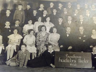 Čepelkova hudební škola 1932 / velká fotka / foto Bárta Náchod