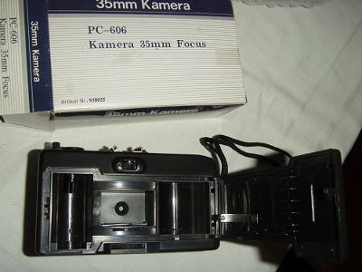 FOTOAPARÁT FOKUS KAMERA 35 MM ZN. PC-606