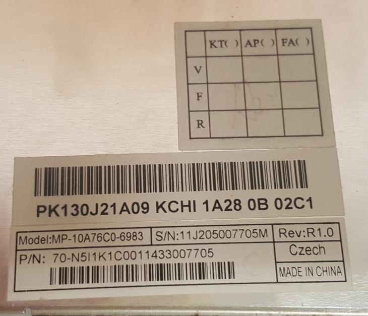 Poškozená klávesnice MP-10A76CO-6983 z Toshiba Satallite Pro C850 C855 - Notebooky, příslušenství