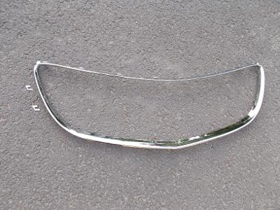 * Opel Insignia   r.v.08-13   chromový rámeček př. mřížky